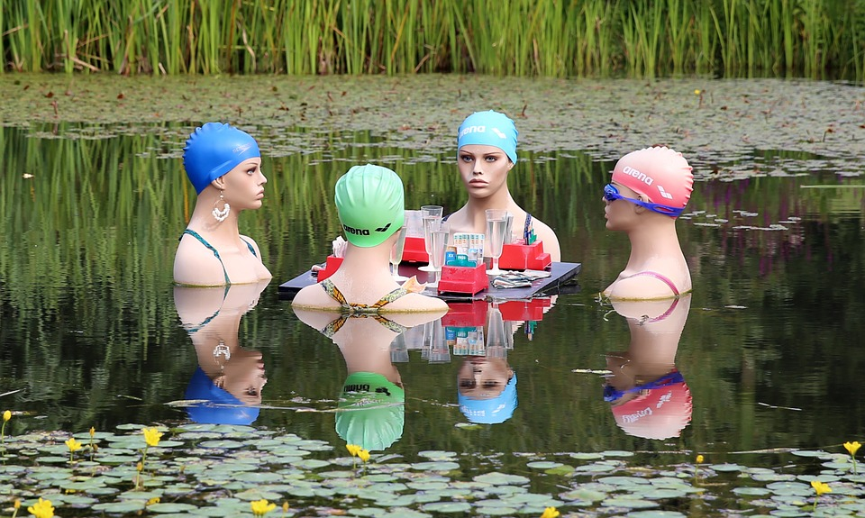 swimmers-415823_960_720